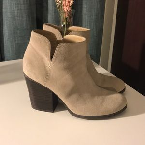 NWOT KENNETH COLE REACTION SIZE 9 BOOTIE
